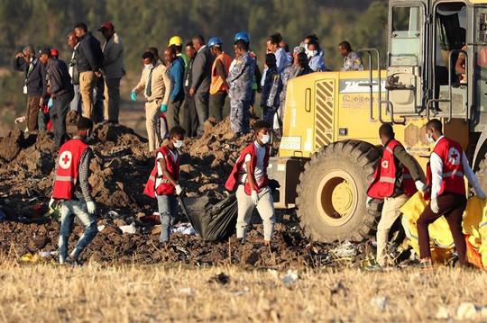 Tìm thấy hộp đen của máy bay bị rơi ở Ethiopia - Ảnh 1.
