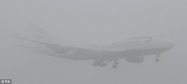 Trong thời đại bay siêu an toàn với tỉ lệ tử vong hàng không chỉ 0,00005%, tại sao vẫn có những tai nạn máy bay thảm khốc? - Ảnh 2.