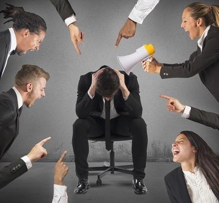 Ai đi làm cũng nên coi chừng đồng nghiệp độc hại này: Họ là mối nguy khiến nhiều nhân viên bất mãn, nghỉ việc, công ty tổn thất nghiêm trọng - Ảnh 1.