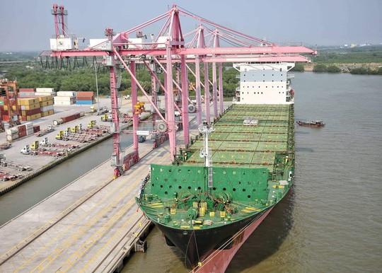 TP HCM đón tàu hàng lớn nhất từ trước đến nay - Ảnh 3.