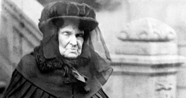 Chuyện về người đàn bà giàu nhất nước Mỹ và cuộc sống bần cùng không tưởng: Bỏ chồng vì sợ gánh nợ, hại con trai cưa cả chân - Ảnh 2.
