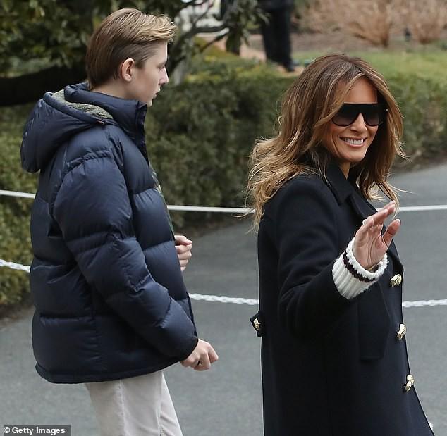 Xuất hiện lạnh lùng, không một nụ cười, quý tử nhà Trump vẫn gây sốt bởi vẻ ngoài hút hồn, nổi trội hơn cả bố mẹ với chiều cao gây choáng - Ảnh 3.
