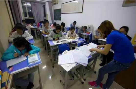 Chùm ảnh lột tả sự khắc nghiệt đến kinh hoàng về cuộc chiến học tập của học sinh các nước Châu Á - Ảnh 6.