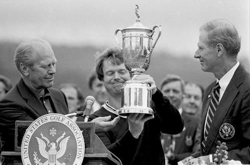 Không những là quái vật làng golf thế giới, Tom Watson còn khiến người đời nể phục vì lòng trung thực của mình  - Ảnh 1.