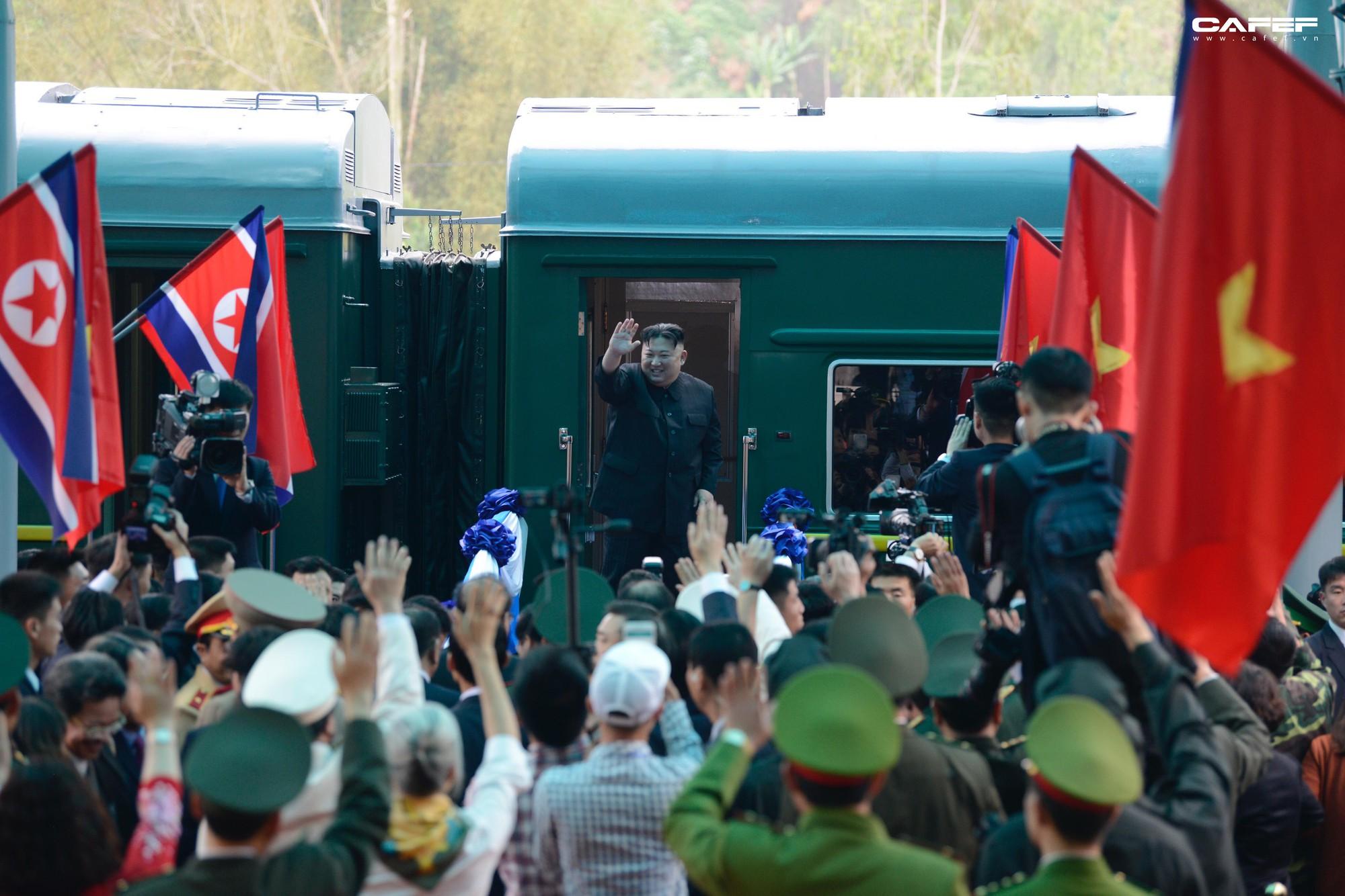 Hy vọng về một nền hòa bình bền vững nhìn từ nụ cười của Chủ tịch Kim lúc chia tay - Ảnh 9.