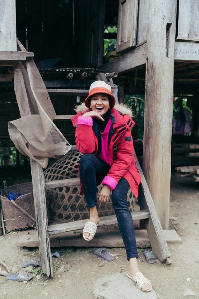 Giật mình với giá tiền đôi giày mà HHen Niê khen xuất sắc, quả không hổ danh Hoa hậu giản dị nhất showbiz - Ảnh 4.