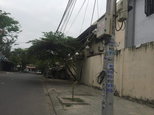 Nhếch nhác tờ rơi cho vay nặng lãi tràn lan trên đường phố Đà Nẵng  - Ảnh 6.