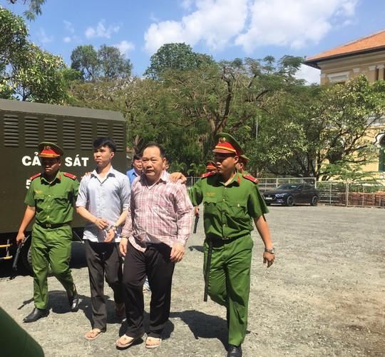 Nguyên lãnh đạo Tạp chí Kiểm sát phía Nam lãnh 4 năm tù vì bán logo xe, xin cấp súng… sai luật  - Ảnh 1.
