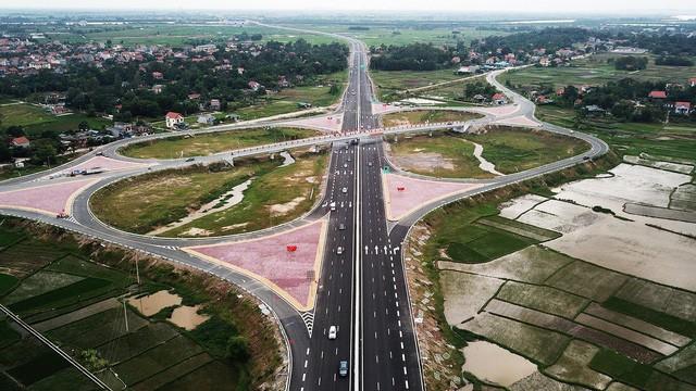 Tại sao Quảng Ninh 2 năm liên tiếp vượt mặt 63 tỉnh thành phố, giữ ngôi đầu bảng về năng lực cạnh tranh? - Ảnh 2.