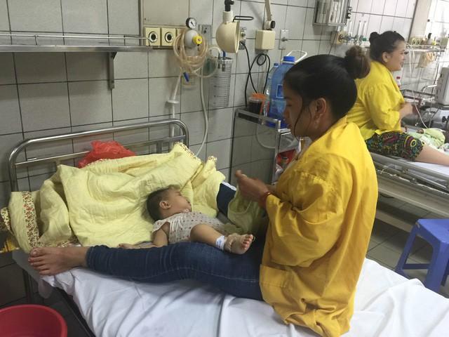 Suýt mất mạng vì dùng TPCN Oresol bù nước: BS khuyến cáo nhầm lẫn nguy hiểm của cha mẹ - Ảnh 1.