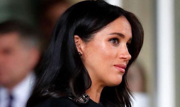 Meghan bị nhân viên trong cung điện hoàng gia đặt biệt danh đầy mỉa mai nhưng phản ứng của Hoàng tử Harry mới là điều đáng chú ý - Ảnh 1.