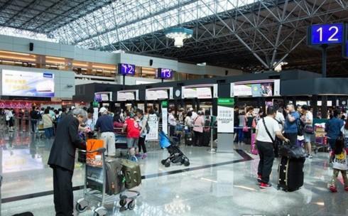 Khách du lịch Việt Nam bỏ trốn ở nước ngoài: Cách nào ngăn chặn? - Ảnh 1.