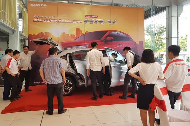 Chính sách mới ban hành, ô tô như Hyundai Santa Fe rẻ hơn tới hàng chục triệu đồng khi tới tay người Việt - Ảnh 1.