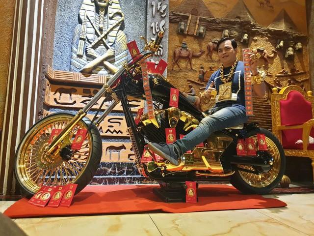 Bộ sưu tập mô tô tiền tỷ của người đàn ông đeo nhiều vàng nhất Việt Nam Phúc XO, dàn xe biển ngũ quỹ ít ai biết - Ảnh 3.