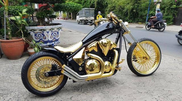 Bộ sưu tập mô tô tiền tỷ của người đàn ông đeo nhiều vàng nhất Việt Nam Phúc XO, dàn xe biển ngũ quỹ ít ai biết - Ảnh 4.