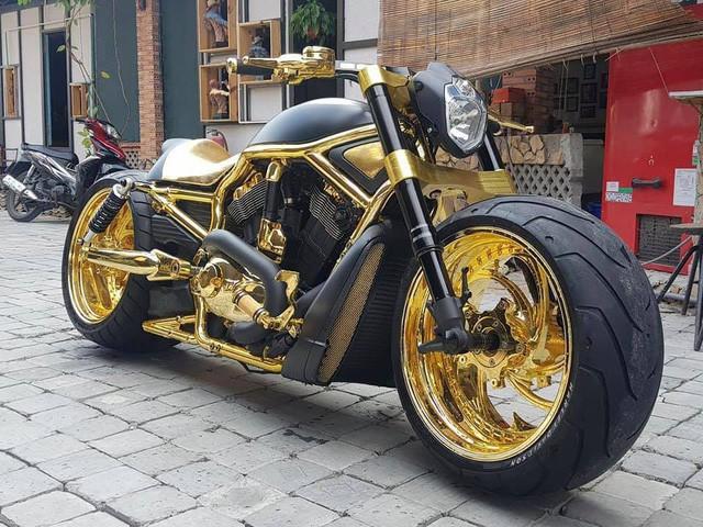 Bộ sưu tập mô tô tiền tỷ của người đàn ông đeo nhiều vàng nhất Việt Nam Phúc XO, dàn xe biển ngũ quỹ ít ai biết - Ảnh 5.