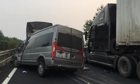 Hiện trường vụ xe Limousine gặp nạn trên cao tốc làm 1 bác sĩ và 1 cảnh sát cơ động tử vong - Ảnh 5.