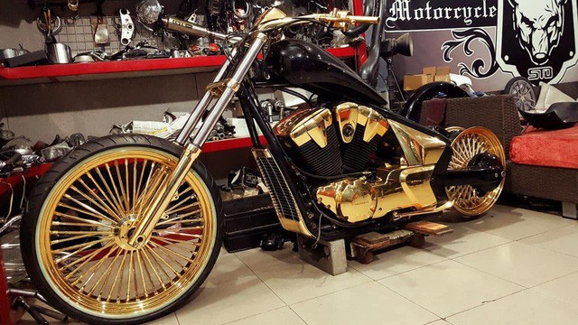 Bộ sưu tập mô tô tiền tỷ của người đàn ông đeo nhiều vàng nhất Việt Nam Phúc XO, dàn xe biển ngũ quỹ ít ai biết - Ảnh 7.