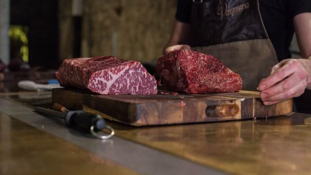 Thịt bò để lâu đến mức lên mốc hóa ra lại là niềm tự hào của nhiều nhà hàng steak nổi tiếng - Ảnh 4.