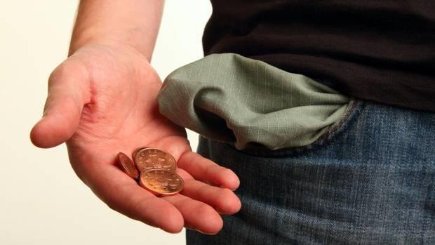 10 dấu hiệu cho thấy bạn đang nghèo rớt mồng tơi mà đến chính bạn còn chẳng nhận ra! - Ảnh 3.