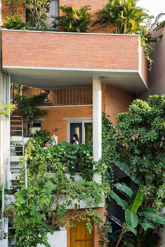 Nhà phố 3 tầng tuyệt đẹp với bể bơi và hàng chục khu vườn ở Sài Gòn - Ảnh 3.