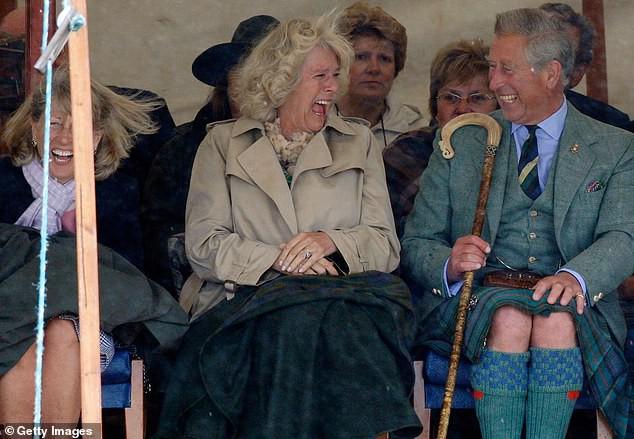 Thái tử Charles và vợ đăng ảnh kỷ niệm 14 năm ngày cưới nhưng người dùng mạng đã chỉ ra điểm bất thường và tỏ thái độ bất ngờ với kẻ thứ 3 Camilla - Ảnh 3.