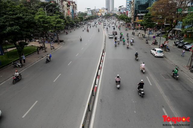 Giao thông Hà Nội giảm nhiệt ngày đầu tiên của kỳ nghỉ lễ Giỗ tổ Hùng Vương - Ảnh 3.