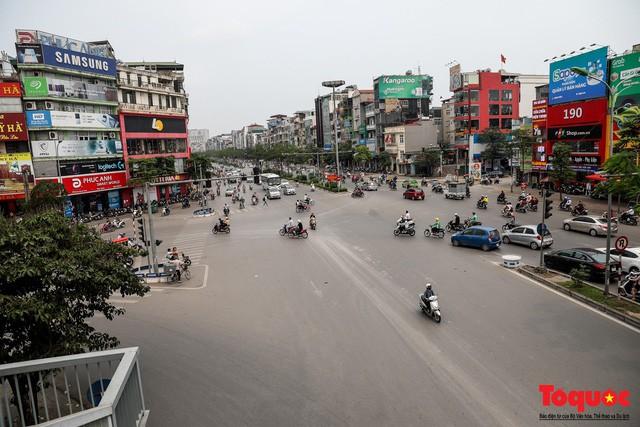 Giao thông Hà Nội giảm nhiệt ngày đầu tiên của kỳ nghỉ lễ Giỗ tổ Hùng Vương - Ảnh 5.