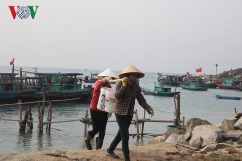 """Ngư dân Hà Tĩnh thu tiền triệu mỗi ngày nhờ trúng """"lộc trời"""" sò lụa - Ảnh 5."""
