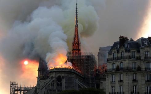 Vụ cháy Nhà thờ Đức Bà Paris: Giữ được cấu trúc chính và mặt tiền - Ảnh 1.