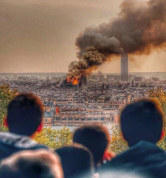 Người dân đau đớn nhìn ngọn lửa dữ dội trước mắt: Paris mà không có Nhà thờ Đức Bà thì không còn là Paris nữa - Ảnh 3.