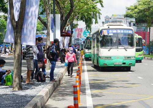 Tăng giá vé xe buýt, chất lượng có tăng theo? - Ảnh 1.