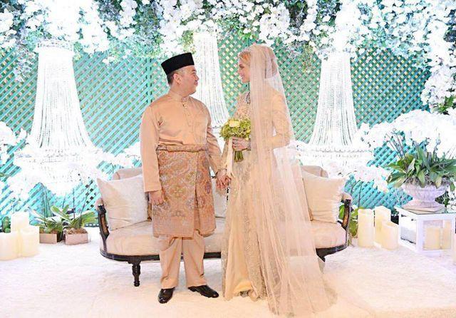 Hé lộ những hình ảnh đầu tiên về cô dâu thường dân Thụy Điển, chiếm trọn trái tim Thái tử Malaysia trong đám cưới xa hoa - Ảnh 2.