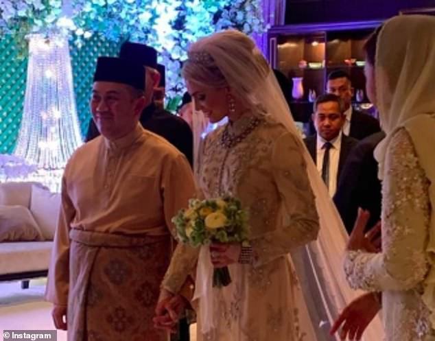 Hé lộ những hình ảnh đầu tiên về cô dâu thường dân Thụy Điển, chiếm trọn trái tim Thái tử Malaysia trong đám cưới xa hoa - Ảnh 5.