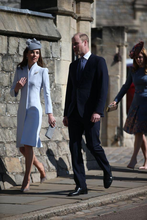Hố sâu ngăn cách giữa hai cặp đôi hoàng gia: Hoàng tử Harry xuất hiện lẻ loi với vẻ mặt bất thường, có hành động khác lạ với vợ chồng Công nương Kate - Ảnh 1.