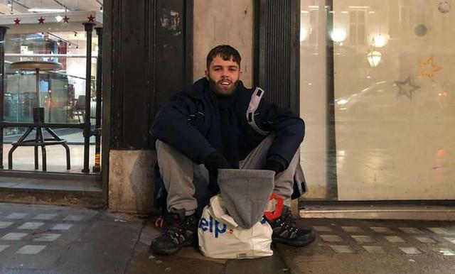 Doanh nhân giàu có giả vờ làm người vô gia cư đi xin tiền, ngủ 3 đêm ở ngoài, bị dọa đánh và cái kết không thể nào run rẩy hơn... - Ảnh 2.