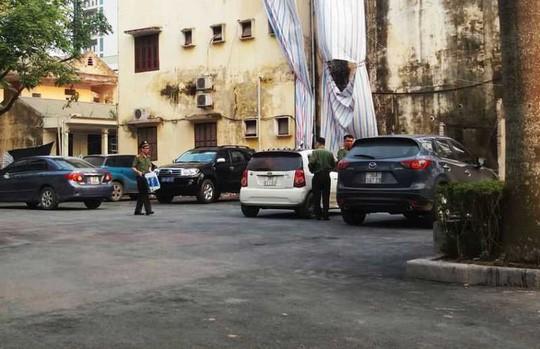 Tạm giữ hình sự 5 cán bộ Thanh tra tỉnh Thanh Hóa trong vụ nhận tiền của đối tượng thanh tra  - Ảnh 2.