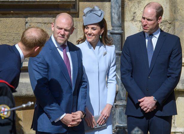 Hố sâu ngăn cách giữa hai cặp đôi hoàng gia: Hoàng tử Harry xuất hiện lẻ loi với vẻ mặt bất thường, có hành động khác lạ với vợ chồng Công nương Kate - Ảnh 3.