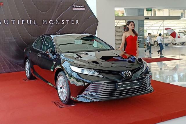 Toyota Camry nhập Thái Lan giá rẻ nhưng 'lạc' hàng chục triệu đồng tại đại lý mới đáng quan tâm - Ảnh 1.