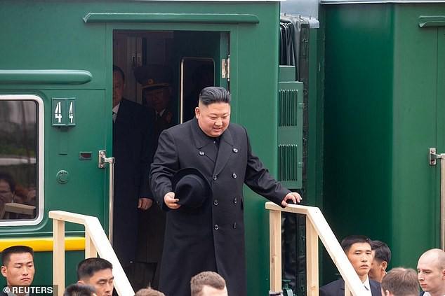 Những hình ảnh đầu tiên của ông Kim Jong-un trong chuyến đi lịch sử tới Nga - Ảnh 2.