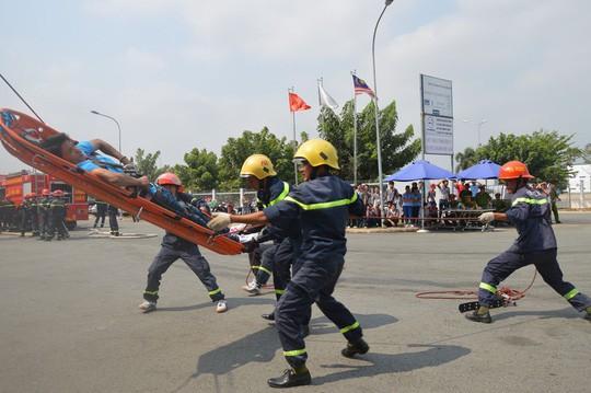 Cháy hơn 4 giờ tại công ty từng diễn tập dập tắt lửa trong 15 phút  - Ảnh 4.