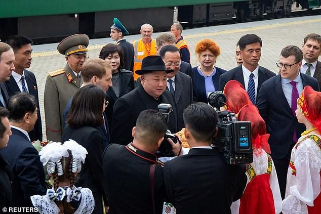 Những hình ảnh đầu tiên của ông Kim Jong-un trong chuyến đi lịch sử tới Nga - Ảnh 4.