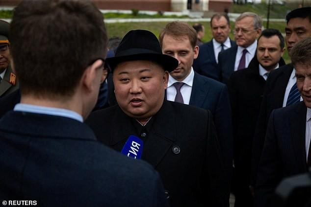 Những hình ảnh đầu tiên của ông Kim Jong-un trong chuyến đi lịch sử tới Nga - Ảnh 7.