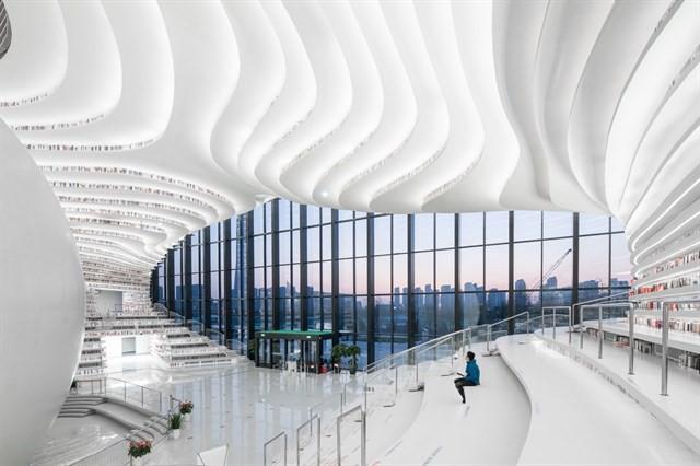 Choáng ngợp với vẻ đẹp của thư viện quốc dân lớn nhất Trung Quốc: Hoành tráng đến mức nhìn không thua gì phim trường! - Ảnh 1.