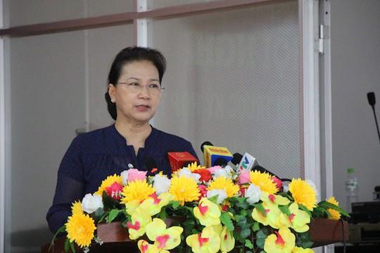 Chủ tịch Quốc hội nói về thắc mắc của cử tri giá xăng giảm ít nhưng tăng nhiều  - Ảnh 1.