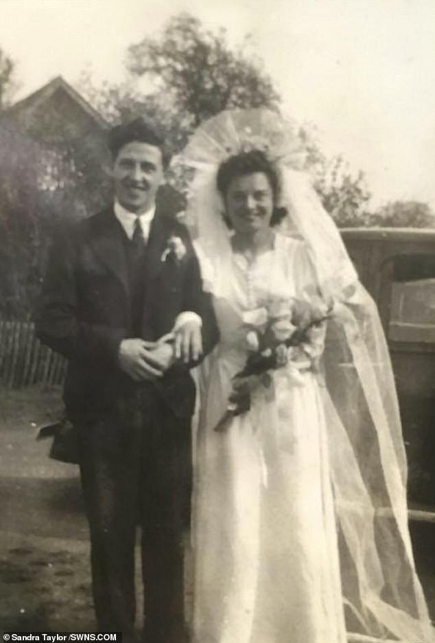 Chuyện tình 75 năm của đôi vợ chồng bách niên giai lão khiến nhiều người suy ngẫm, hóa ra bí quyết hôn nhân viên mãn lại đơn giản đến thế - Ảnh 2.