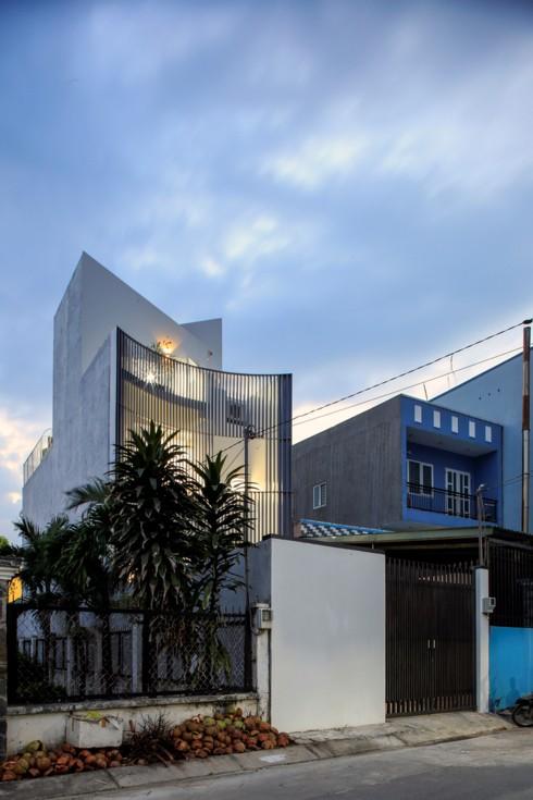 Nhà kết hợp giữa kiến trúc hiện đại với vật liệu truyền thống - Ảnh 1.