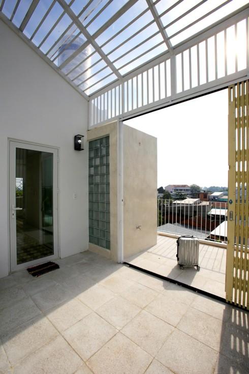 Nhà kết hợp giữa kiến trúc hiện đại với vật liệu truyền thống - Ảnh 12.