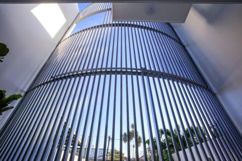 Nhà kết hợp giữa kiến trúc hiện đại với vật liệu truyền thống - Ảnh 13.