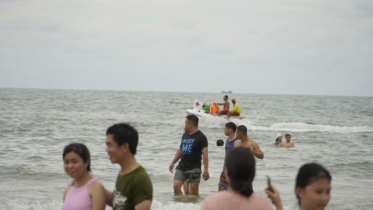 Chen nhau xuống biển Vũng Tàu  - Ảnh 6.